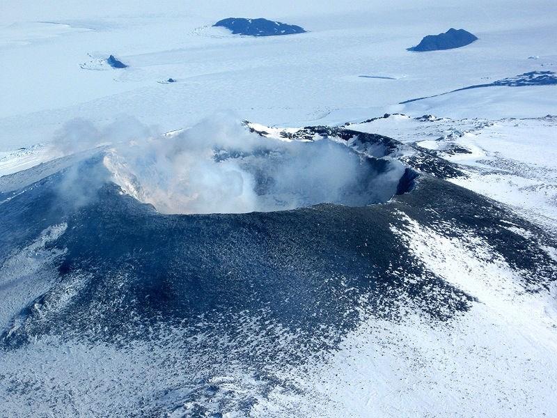 91 vulcões descobertos abaixo do gelo antártico