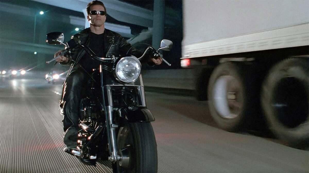 Como a Harley-Davidson estimula atitudes e comportamentos?