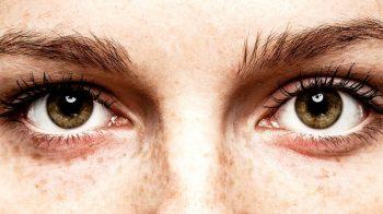 Olhar nos olhos de alguém pode induzir experiências extracorpóreas